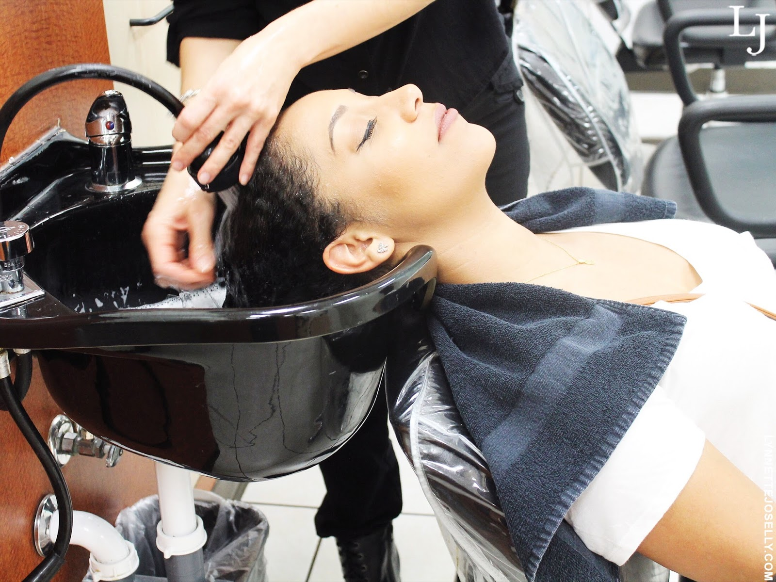 haircuttery-wash-hair-salon