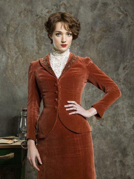Houdini, minissérie figurino, vestido vermelho da Bess (Kristen Connolly)