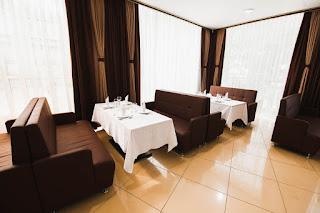 Столики в отеле Седата Игдеджи