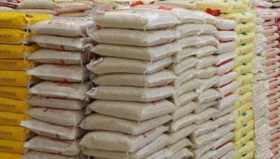 The Benue State Government, on Tuesday, disclosed that it took delivery of three truckloads of 1,800 bags of rice from the Federal Ministry of Humanitarian Affair for distribution in the state