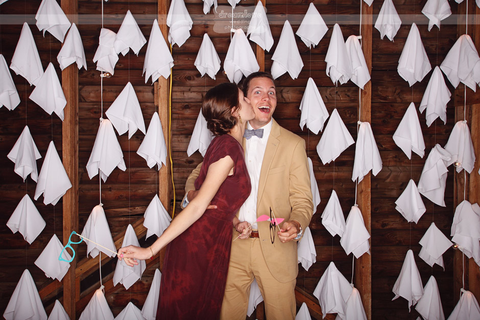 Contoh Dekorasi Photobooth Unik untuk Pernikahan Wedding
