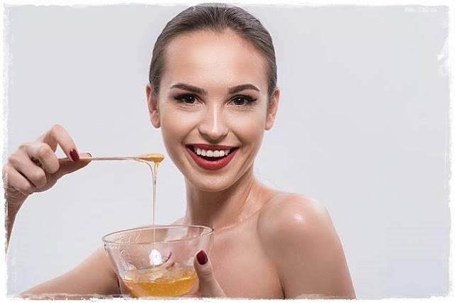 Manfaat madu untuk kecantikan dapat mengangkat sel kulit mati