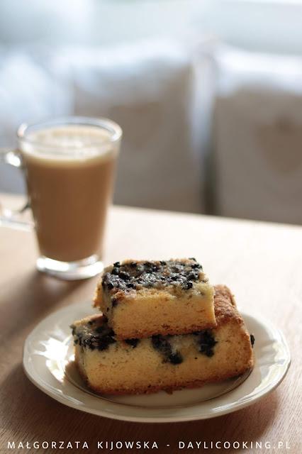 przepis na ciasto jogurtowe, ciasto na maślance, przepis na proste ciasto z owocami, daylicooking,