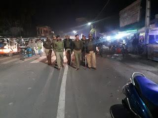 आज दिनांक 04.02.2020 को पुलिस अधीक्षक जालौन डॉ0 सतीश कुमार के निर्देशन में अपर पुलिस अधीक्षक जालौन डॉ0 अवधेश सिंह द्वारा थाना कोत0 उरई पुलिस बल के साथ कस्बा उरई में पैदल गस्त कर संदिग्ध व्यक्ति/वाहन चेकिंग कर आम जनमानस में कराया सुरक्षा का एहसास।