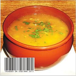 Sopa com massa caseira na tigela