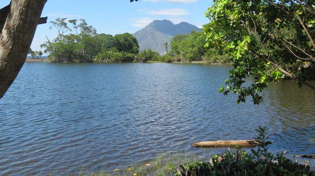 15 Tempat Wisata Terkenal yang ada di Maluku Utara -  Danau Ngade dan Danau Tolire
