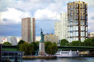 Paris : Statues de la Liberté, les cinq parisiennes