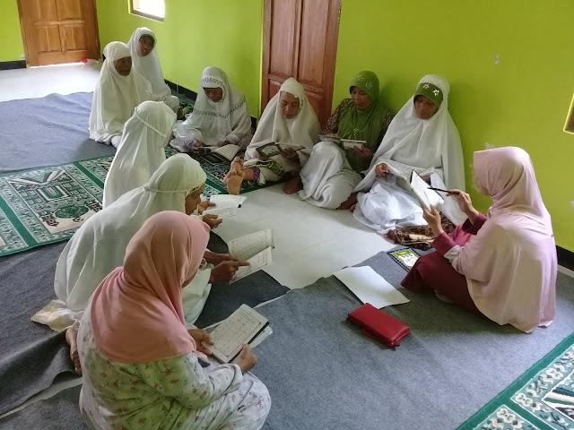 Jemaah Ibu-ibu Dituduh Aniaya Relawan Jokowi