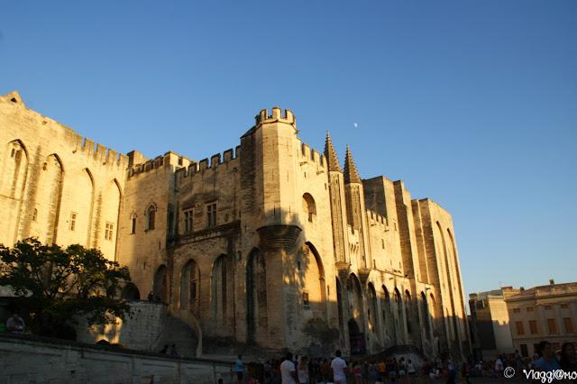Il grandioso Palazzo dei Papi di Avignone