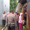 Ketua Cabang Bhayangkari Takalar Berikan Tali  Asih ke Warakawuri di Galesong