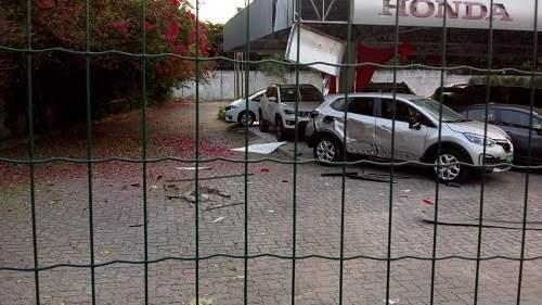 Concessionária no bairro Edson Queiroz é alvo de explosão na manhã deste sábado