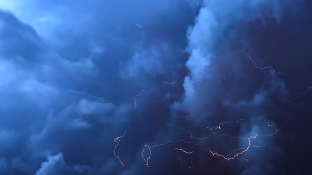 Εκτατό δελτίο επικίνδυνων καιρικών φαινομένων: Καταιγίδες, πτώση της θερμοκρασίας και χιόνια στα ορεινά