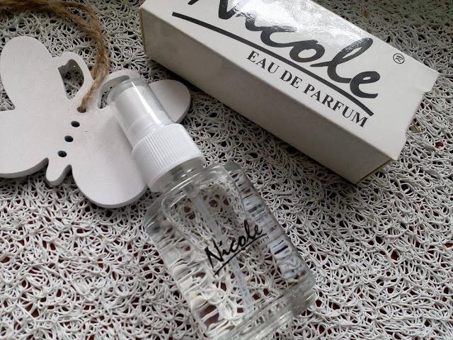 Perfumy Nicole - mała buteleczka, a cieszy .