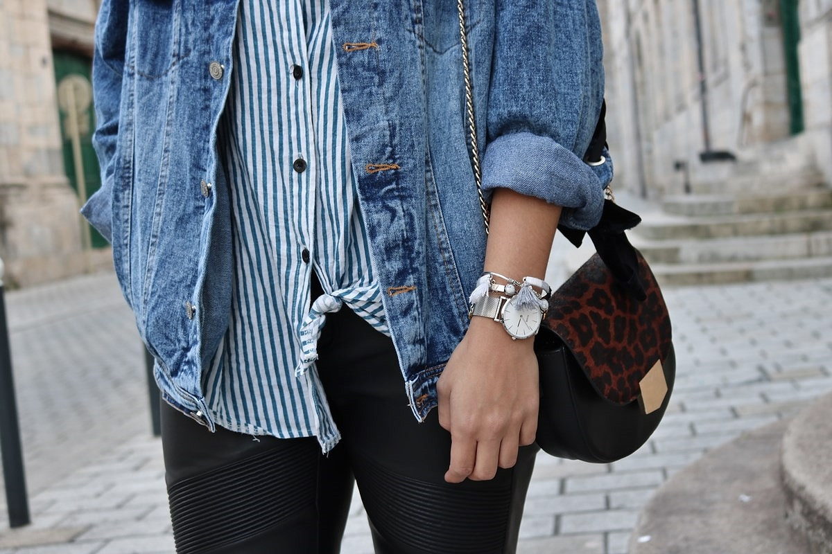 pauline-dress-tenue-look-besancon-veste-denim-lace-up-noir-tregging-chemise-rayee-sac-leo-zoom-tronc