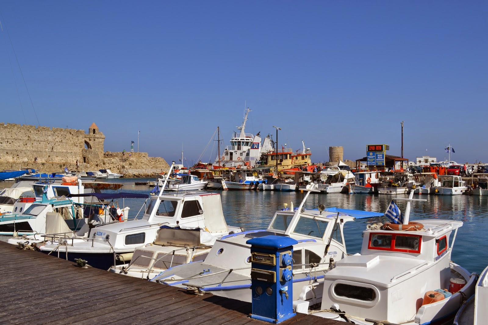 rhodes-old-town-harbour