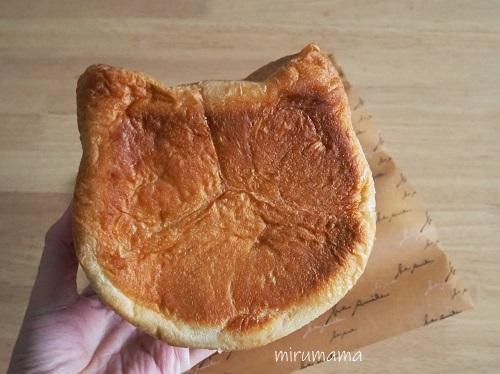 猫の食パン