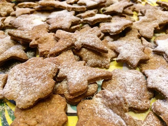 domowe kruche ciasteczka.