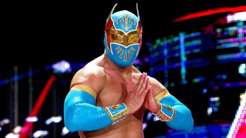 Sin Cara Accidentally Reveals His Face During Live Stream