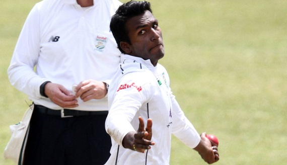Senuran Muthusamy bowling - Hollywoodbets Dolphins - Sunfoil Series