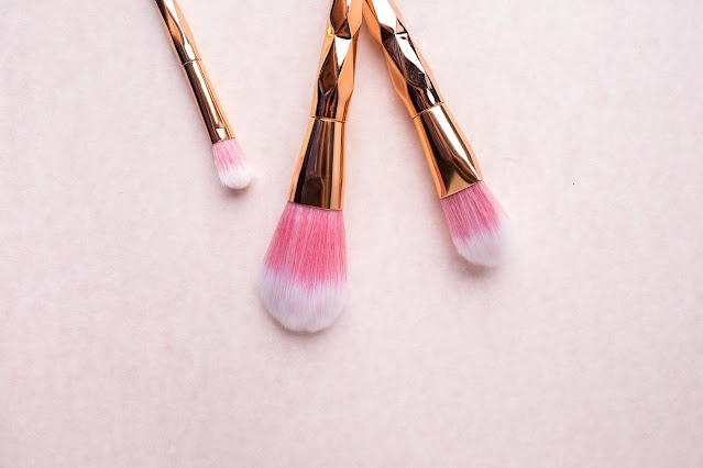 Cara membersihkan make up brush