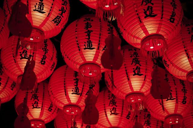 Lampion merah tradisi tahun baru imlek
