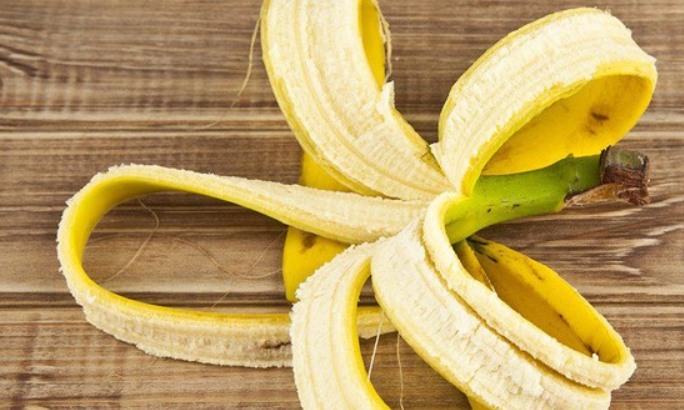 cara menghilangkan bekas jerawat dengan kulit pisang