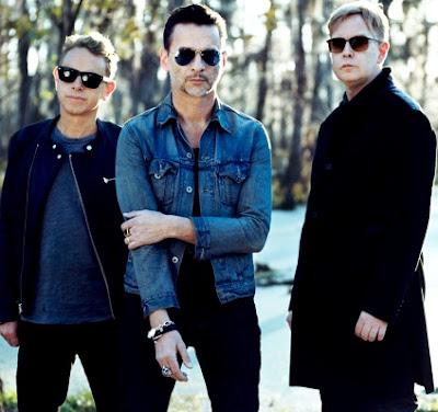Foto de Depeche Mode posando parados