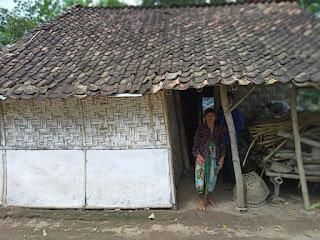 Mbok Abi Berharap Rumahnya Yang Hampir Ambruk Diperbaiki