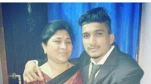 Divine with is mother