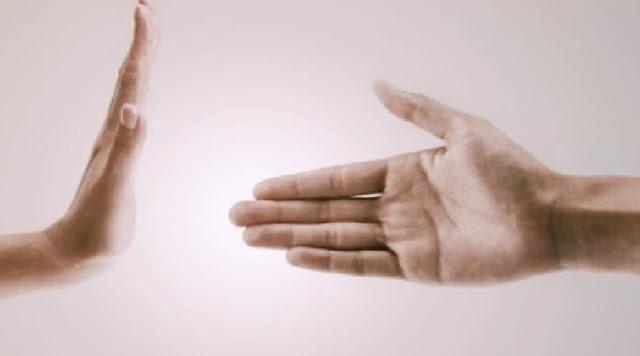 Haramkah Berjabat Tangan Dengan Lawan Jenis?