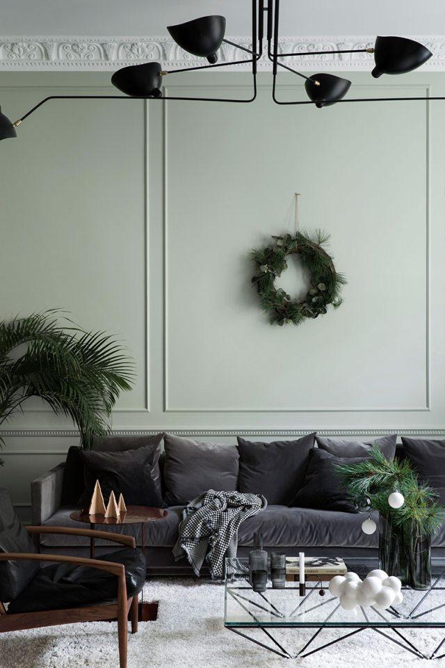 Home tour di Natale in una casa elegante sui toni del verde pastello