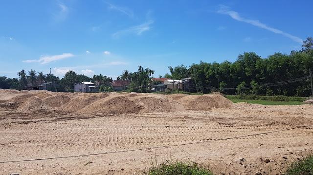 """Quảng Ngãi: Chưa đủ điều kiện đã """"lấp"""" ruộng của dân làm dự án"""
