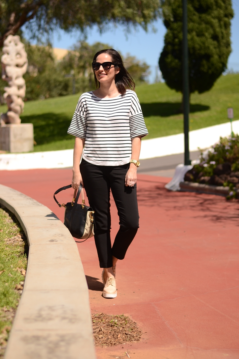 navy-outfit-street-style