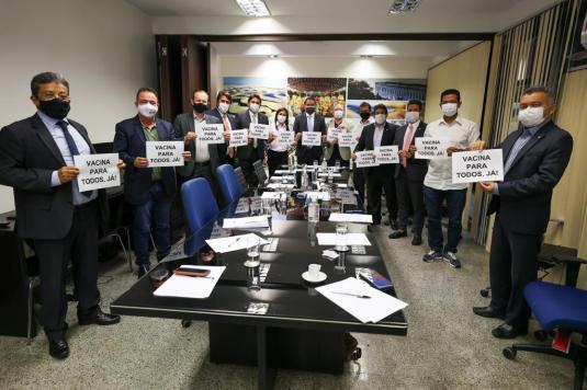 Em Brasília, Osmar Filho participa de articulação para enfrentar a pandemia da Covid no Maranhão