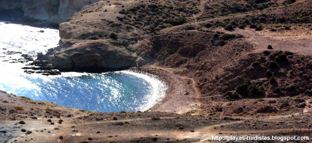 Cala Carbón, playa nudista en Cabo de Gata (Almería, España)