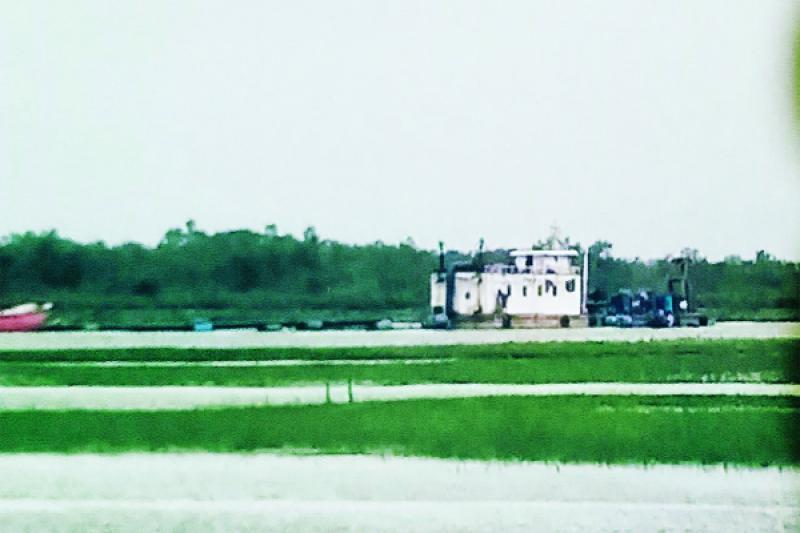 মহেশখালীতে নিয়ম না মেনে গ্রামের পাশে ঘটিভাঙ্গা খাল থেকে বালি উত্তোলন: এমপির হস্তক্ষেপ কামনা ::