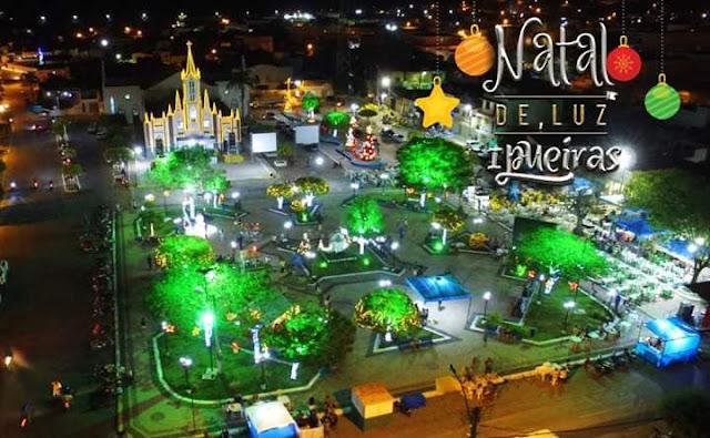 Natal de Luz atrai populares à Praça Padre Angelim em Ipueiras