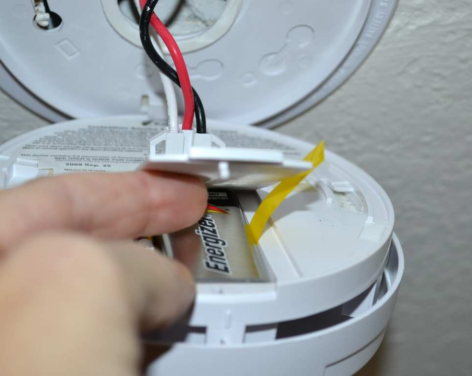 Centerpointe Communicator Replacing Batteries In Hard Wired Smoke Detectors