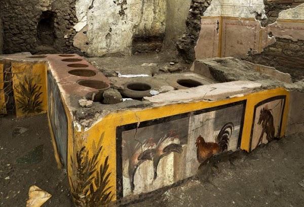 """Descubren en Pompeya un termopolio, """"fast food"""" antiguo, intacto"""