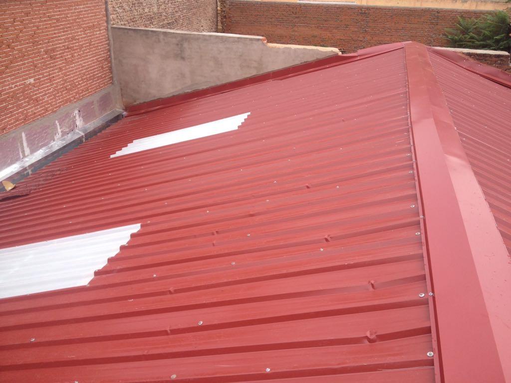 Reformas reformas en tejados y fachadas mediante trabajos for Casetas de chapa galvanizada precios