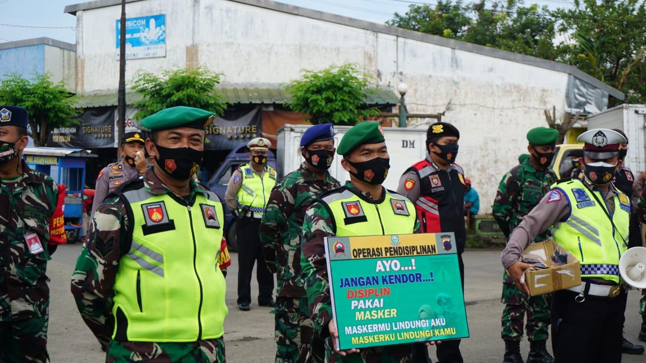 Seribu Masker Dibagikan Saat Operasi Prokes di Purbalingga