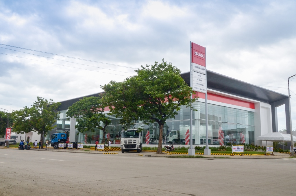 New Isuzu Cebu Façade