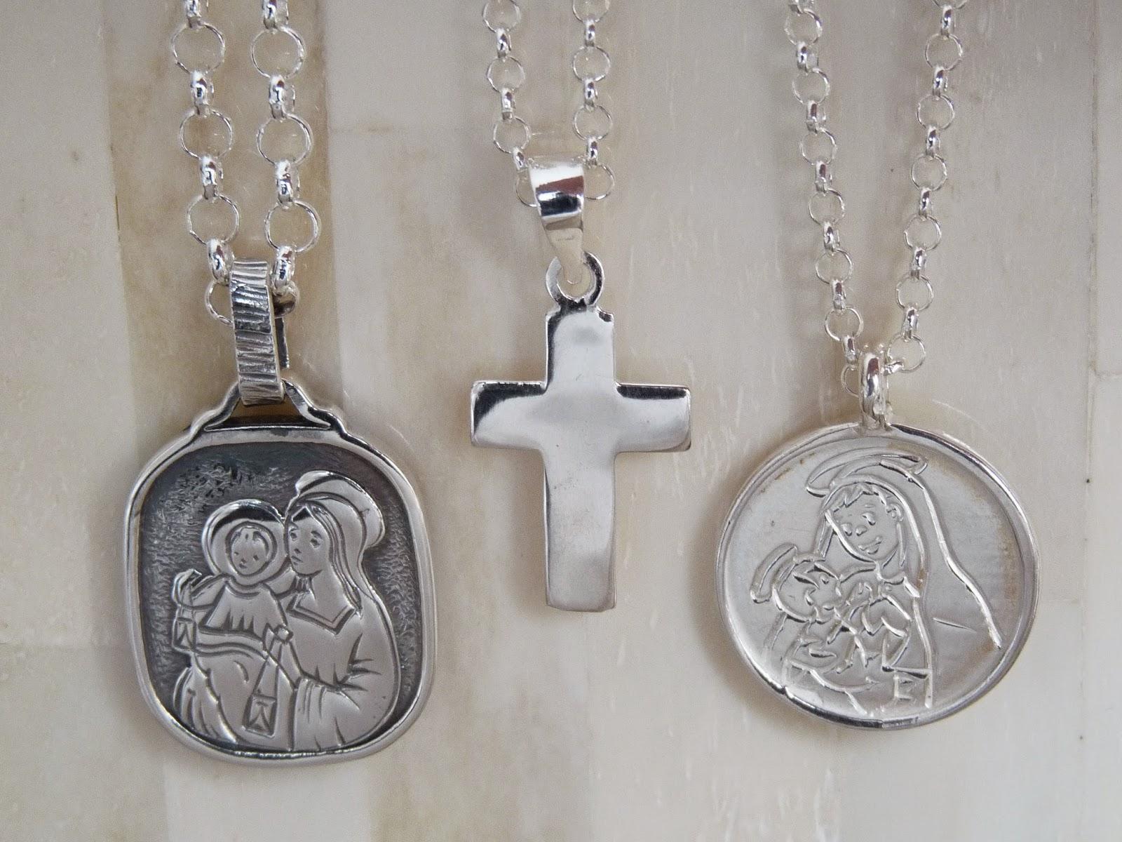 bce4b6c256f 1  Medalla escapulario con la Virgen del Carmen en un lado y el Sagrado  Corazón en el otro