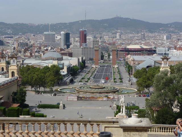Сверху, отНационального Дворца Каталонии открывается панорама Барселоны.