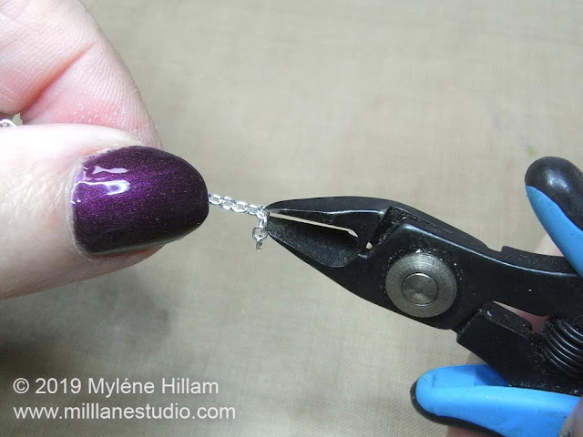 Cutting links from the chain with flush cutters