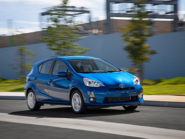 2014-toyota-prius-c-one-vs-two
