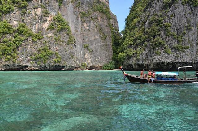 Беден тайландски рибар попадна на изключителна рядка находка на плажа струваща стотици хиляди евро (СНИМКИ)