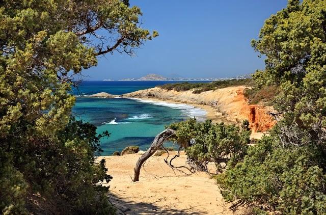 Άλυκο, η άγρια παραλία της Νάξου που θα σας πάρει τα μυαλά