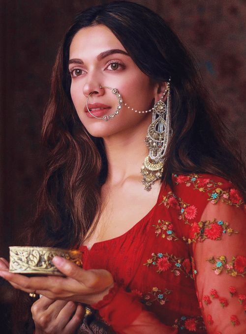 Deepika Padukone Biography - Photos, Career, Awards ...