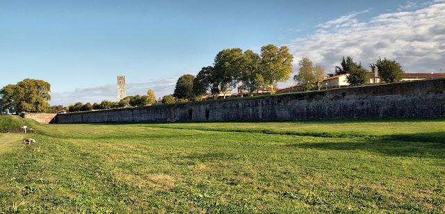 mura-Lucca-paesaggio